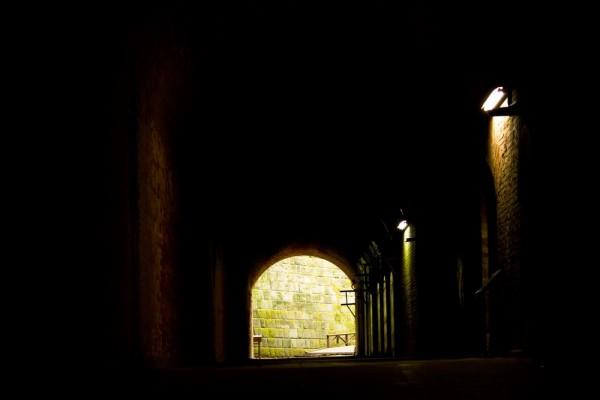 暗い感じのトンネル